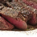 酒飲めフレンチ bisとろタカギ - 脂身少なめのお肉はキレイにレア焼きです。