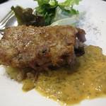 酒飲めフレンチ bisとろタカギ - フロマージュ・ド・テット1300円。豚の頭肉をコラーゲンたっぷりのにこごりで固め焼きしたもの。
