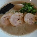うどん酒房 ちから - 美しい鶏白湯ドロ系スープコクと奥行きのある旨さ炸裂スープ!これぞやみつき鶏白湯