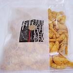 おせんべいやさん本舗 煎遊 - 黒胡椒の種しょうゆ味 380円 (2014/2) (^^