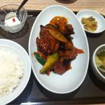 唐庄酒家  - 鶏肉の唐揚げと野菜の黒酢仕立てセット(¥880)