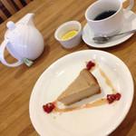 たね・かふぇ - 豆腐のベイクドケーキ、ハーブティーのバタフライピー