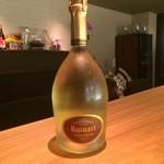 ワインバー コリエドール - グラスでシャンパーニュをご用意しております