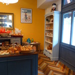 IENA - 2014年5月 黄色い壁で、明るい店内!!