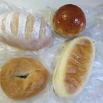 ホルン - 料理写真:この日は次の日の朝食用のパンを4種類購入です。