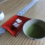 27415283 - 抹茶とお菓子。穏やかな味わい。