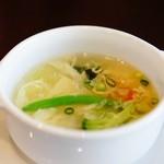 チャイニーズレストラン ファン - お野菜とワカメの玉子スープ