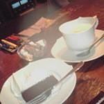 ミンガスコーヒー - カフェオレ600円ガトーショコラ300円