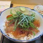 かどや - メインの鯛茶漬けは半日タレに漬けられた鯛が贅沢に乗ってます。