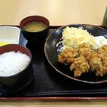 とく蔵 - 料理写真:鶏唐揚げ定食780円
