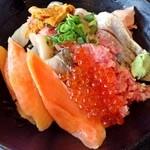 伊豆太郎 - 海鮮のっけ丼2200