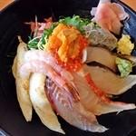 伊豆太郎 - 伊豆の地魚海鮮丼2200