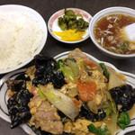 大三元 - 大三元特製、キクラゲと玉子の炒め&ライス普通盛り、800+200=1000円で満腹です。