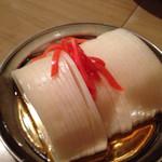 もつ焼き じんちゃん - 大根酢。