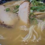 炭火焼肉 敏 - スープ、チャーシュー