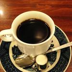 三輪 - コーヒーは300円。                             このハコとサービスで300円はナイスです。