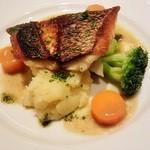 27432318 - 鮮魚のポワレ アンチョビ風味のヴィネグレットソース