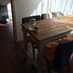カフェ ヒュッグリー - 4人掛けテーブルも、3〜4テーブルあったかなぁ