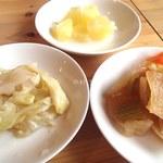 Curry House Dr Spice Lab - セルフ方式でおかわり自由な福神漬、ピクルス、パイン