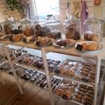 27434991 - お行儀よく並ぶクッキーたち