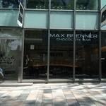 MAX BRENNER CHOCOLATE BAR - 11時少し前、お店のシェイドが開きました。