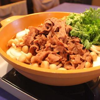 季節に合わせた旬の食材を使った鍋料理は絶品