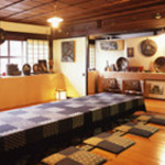 門前茶寮彌生座 - 2階ミニ博物館は木彫を見ながらお食事も