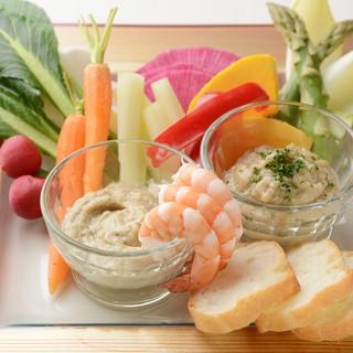 『京野菜のバーニャカウダ2種ソース』はオリジナルソースで