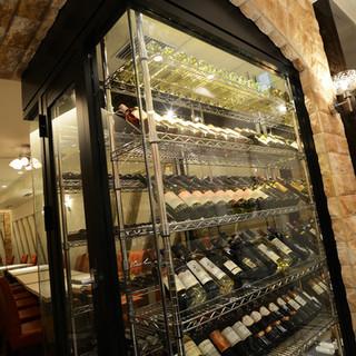 料理と共にリーズナブルな値段で美味しいワインを