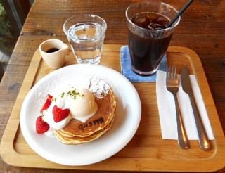 パン屋カフェ キャトル - キャトル特製パンケーキ 春バージョン