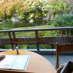 2744961 - 窓の外が見れるテーブル