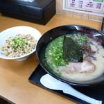 博多らーめん いのうえ - ランチAセット(焼きめし、替え玉付き850円)