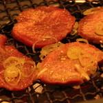 山水園 - 炭火で焼けるので、とってもいい香りで美味しい!