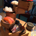 魚寿司 - 寿司タワー側面
