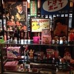 27443402 - 入店すると昭和の駄菓子屋て雰囲気。