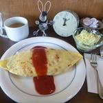 けたる - 料理写真:オムライス740円とスープ、サラダ+ドリンクセット290円