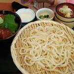 湯殿館 - ミニ漬けマグロ丼とうどんのセット