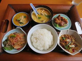 Sawadee Lemongrass Grill - 日替りランチセット