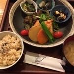 玄三庵 - お野菜たっぷりヘルシーで美味しい健康定食!