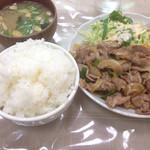 プティコック - ジンギスカンライス大盛り(650円+50円)。
