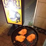 電撃酒場GORI - 自家製鶏のスモーク調理中