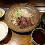 ステーキ石田 - 2000円のステーキランチ、これにサラダが付きます。