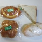 27458847 - この日は朝食用のパンを中心に4個購入です。