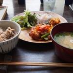 晴れ屋 - ベジタリアン酢豚定食美味しいです。雑穀玄米もモチモチでした