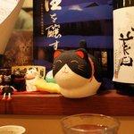 日本酒とお刺身 秋丸 - カウンターからの眺め