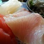 海人市場 - 刺身定食のブリ