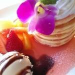 five feet cafe - ピンクグァバのパンケーキ☆