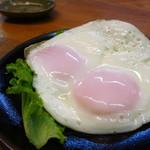 伴 - 目玉焼き220円