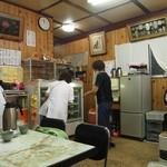 はやし食堂 - 昭和の大衆食堂という雰囲気の店内