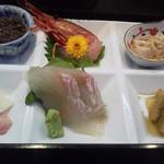 しら川 - お刺身と前菜4点盛り
